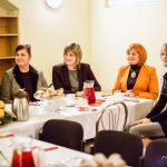 Zaproszeni goście przy stole od lewej siedzą Rektor, Prodziekan, Dziekan, Dyrektor Przedszkola nr 34, Pełnomocnik rektora ds. Organizacji Studenckich