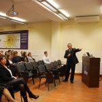 Prof. L. Kozioł podczas wygłaszania wykładu