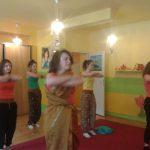 Studentki podczas tańca