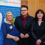 Od lewej stoją Marta Falińska, Krzysztof Drwal i Bożena Cynarska