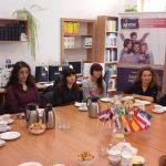 Studenci i pracownicy przybyli do tarnowa w ramach Tygodnia Erasmusa w trakcie spotkania z władzami Uczelni w czytelni bibliotecznej