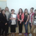 Studetki z psycholog Renatą Zielińską - zdjęcie grupowe