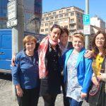 Wspólne zdjęcie pracowników MWSE i koodrynatorki Erasmusa na ulicy Pragi