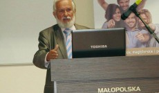 Prof. Jan Rajmund Paśko, kierownik Katedry Nauk o Wychowaniu w trakcie wystąpienia