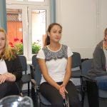 Studenci w oczekiwaniu na rozmowę