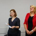 Ogłoszenie wyników rozmów od lewej stoją mgr Anna Karaś i pani Beata Podstawa