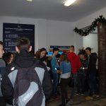 Uczestnicy dni otwartych w holu budynku przy ul. Waryńskiego 14