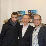 Mgr Radosław Pyrek z dwoma studentami