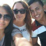 Studentki w okularach słonecznych