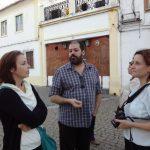 Anna Król i Barbara Jarosz z pracownikiem Politechniki w Beja podczas zwiedzania