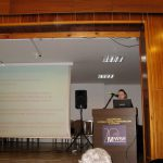 Joanna Zaklikiewicz przy mównicy w trakcie wystąpienia
