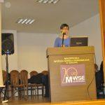 dr Barbara Klasińska przy mównmicy podczas wystąpienia