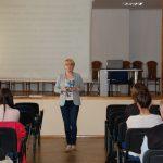 Sala wykładowa - w głębi prowadząca mgr Karolina Chrabąszcz-Sarad