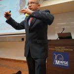 Dr Bogusław Wójcik podczas wystąpienia