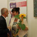 Student dziękuje promotorowi dr Sabinie Kurzawie