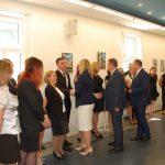 Aula, promotor, dr Renata Smoleń i recenzenci prof. Janusz Morbitzer i ks. prof. Jacek Siewiora gratulują studentom