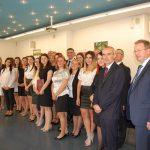 Grupa studentów po zakończonej obronie pierwszy z prawej stoi prof. MWSE dr hab. Janusz Morbitzer