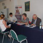 Egzamin dyplomowy. W komisji siedzą od lewej dr W. Kozioł, dr M. Dąbrowa, prof. M. Woźniak