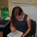 Studentka przygotowuje się do obrony