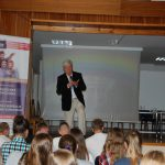 Prof. Błasiak podczas wykładu