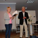 Na scenie stoją mgr Karolina Chrabąszcz-Sarad (odczytuje podziękowania) i prof. Władysław Błasiak