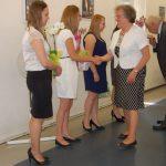 Dr Maria Dąbrowa i prof. Michał Wożniak gratulują studentom