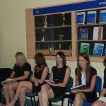Studenci w oczekiwaniu na egzamin