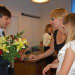 Dr Wojciech Kozioł odbiera podziękowania od studentów