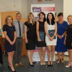 Cztery studentki z członkami komisji egzaminacyjnej dr Michałem Korbelakiem, dr Renatą Smoleń i dr Sabiną Kurzawą