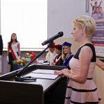 Mgr Karolina Charabąszcz-Sarad prezentuje osiągnięcia organizacji studenckich