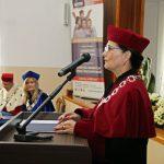 Kanclerz mgr Zofia Kozioł przy mównicy