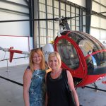 Mgr Ewa Żybura i mgr Beata Kupiec, w tle helikopter