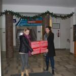 Studenci dziający w RUSS wynoszą paczkę