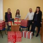 Członkowie RUSS i przygotowane przez nich paczki