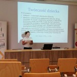 Joanna Zaklikiewicz podczas prezentacji referatu