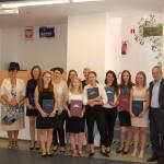 Zdjęcie grupowe z członkami komisji egzaminacyjnej