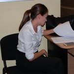 Studentka przygotowuje się do egzaminu