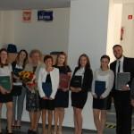 Grupa studentów z promotorem prof. M. Woźniakiem