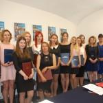 Grupa studentów , od prawej członkowie komisji egzaminacyjnej: prof. Władysław Błasiak, prof. Jan Rajmund Paśko, dr Sabina Kurzawa
