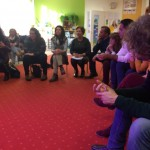 Uczestnicy spotkania obserwują zajęcia w przedszkolu
