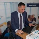 Pan Łukasz Mazur zakłada konto na PUE