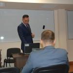 Pan Łukasz Mazur podczas wykładu