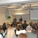 Studenci i prowadzący podczas wykładu
