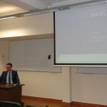 Pan Łukasz Mazur w trakcie wykładu