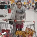 Gabriela Januś Przewodnicząca RUSS na zakupach produktów żywnościowych