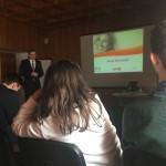 Obrady Forum - w tle prowadzący prezentację