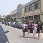 Pracownicy MWSE przed budynkiem University of West Attica w Atenach