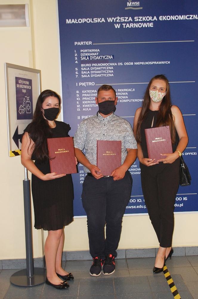 Troje studentów z pracami dyplomowymi